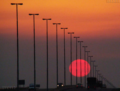 Bola de fuego 2 (Marina-Inamar) Tags: autopista carretera camino autos trafico sol atardecer amanecer buenosaires argentina lunes alumbrado
