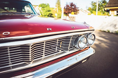 Ford Galaxie (borishots) Tags: old oldcar analog retro vintage ford fordgalaxie bokeh bokehlicious bokehwhore sonya7 sonyfe28mmf2 28mm f2 wideopen wideangle wide sun sunlight sunset sunshine sunny oslo norway scandinavia