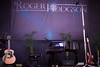Roger Hodgson (Rebe Cabrera Galindo) Tags: rock madrid spain live concertsphotography livephotographer concertphotography concertphotographer show recitales nikond610 músico artista música concierto guitarra bajo bateria rogerhodgson supertramp monocromático nochesdelbotánico
