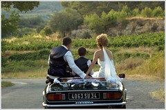 Just married ! (Jolivillage) Tags: jolivillage campagne landscape paesaggio hérault languedoc languedocroussillon occitanie france europe europa francia voiture automobile car macchina triumph mariage wedding matrimonio felicità bonheur happiness sposa mariée bride picturesque geotagged