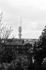 Tour de transmission de Žižkov (Brrrr. Ⓐ) Tags: prague république tcheque žižkov zizkov tour transmission télévision radio argentique