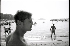 (Mappatella Beach, Year Zero) (Robbie McIntosh) Tags: leicamp leica mp rangefinder streetphotography 35mm film pellicola analog analogue negative leicam analogico blackandwhite bw biancoenero bn monochrome argentique dyi selfdeveloped filmisnotdead autaut candid strangers leicaelmarit28mmf28iii elmarit28mmf28iii elmarit 28mm bathers sea seaside tan ilfordilfoteclc29 ilfoteclc29 lc29 summer summertime mappatellabeach lidomappatella profile man ilfordfp4 fp4