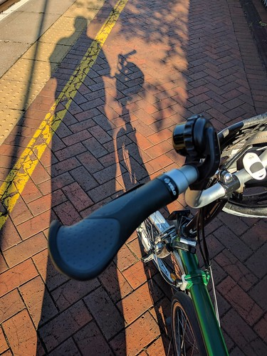New handlebar grips on the Brompton of Theseus