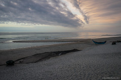 Descanso (SantiMB.Photos) Tags: 2blog 2tumblr 2ig atardecer dusk playa beach océano ocean atlántico atlantic nubes clouds vagueira vagos aveiro barca boat red net gaviotas seagulls praiadavagueira portugal prt