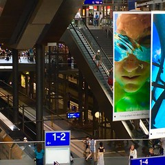 iPhone in your hand & eyes (Cydracor) Tags: rolltreppe photo foto iphone glas city architektur architecture verkehr traffic station railway railroad bahn hauptbahnhof berlin