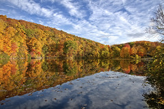 Pleasant Valley Lake pond in Fall 2016 (John Prause) Tags: pvcc pleasantvalleylake nj newjersey northjersey pond water fall autumn colors leaves 2016 vernon red yellow green orange blue sky clouds