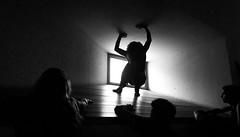 El Callejón :: The alley :: La ruelle ::: 20170620 7754 (Oiluj Samall Zeid) Tags: león españa auditorio blancoynegro luz teatro muerte toros sanfermín spain auditorium blackchite light theatre death bull espagne réflexion pied