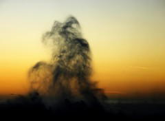 La charge de la brigade légère... (Sabine-Barras) Tags: réunion vague wave sunset sky ciel eau water yellow jaune ocean océan sea mer wind vent sun soleil