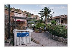 La Corse 012 Porto (wideness) Tags: 16mm 2017 blume corse corsica eingang fels france frankreich fujifilm fujifilmxt2 fujinon fujinon16mmf14rwr haus hecke juni kallisté korsika palme porto rebeccalilylrpreset reise restaurant speisekarte xt2 entrance flower hedge house june menu palmtree rock travel travelling