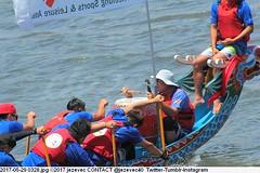 2017-05-29 0328 (Badger 23 / jezevec) Tags: 2017 20170529 dajia dragon dragonboat festival taiwan history culture travel tourism duanwufestival zhongxiaofestival 忠孝節 龍船節 龍舟節 端午节 端午節 龍舟 龙舟 龍船 龙船 taipei ֵ台北 臺北市 taipeh taןpeh ταϊπέι 타이페이 тайбэй 台北市 ტაიბეი تايبيه taibei đàibắc taipé tchajpej rowing sports boat barco шлюпка 배 ボート barca βάρκα bateau 小船 člun veneillä csónak łódź boating vessel photo picture image watersports watercraft asia tradition