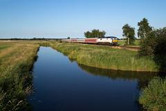 Wilster (Nils Wieske) Tags: schleswigholstein marschbahn marsch kanal de2700 wumme mak nob db bahn zug züge eisenbahn train railway railroad ersatzzug wilstermarsch