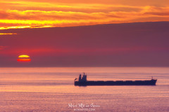 Barco (Mimadeo) Tags: shipping ship oiltanker petroleumtanker petroleumship cargo cargoship containership freighter sea sunset water landscape ocean horizon calm vessel nauticalvessel transportation transport container sun
