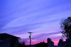Austin - Psychedelic Evening Light (Drriss & Marrionn) Tags: austin austintx texas usa outdoor travel streetviews street streetscene streetlife urbanjungle citytrip eastsixthibizdistrict building buildings city vivid sky nightsky nightshot evening dusk eveningshot psychedelic violet colours red blue