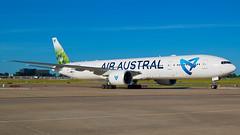 Air Austral 777-39M(ER) F-OLRE @ STL (Vivek Kaul) Tags: uu airaustral folre stl reunion boeing 777 777300er 77w triple7 77739mer specialevent widebody ge90115bs generalelectric ge twinjet airside nikon d50 vivek kaul vivekkaul stlouis greatshot beautiful