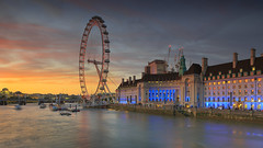 London Eye at sunset (Bernhard Sitzwohl) Tags: sunset london red dawn landmark sight river thames outdoor city urban travel ferrieswheel londonerriesenrad themse fluss dämmerung sonnenuntergang cityscape eye ferries wheel riesenrad