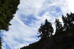 Clouds in the Slot (Sotosoroto) Tags: hiking dayhike mountains cascades washington lakelillian sky