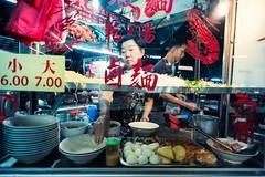 Johor Bahru Street Food (Jon Siegel) Tags: nikon d750 voigtlander 20mm 35 voigtlander20mm35 people men women cooking chef dining food malaysia johorbahru jb touring night evening