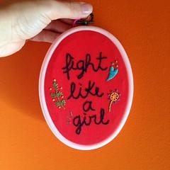 Fight like a girl (Carol Grilo • FofysFactory®) Tags: fightlikeagirl embroidery bordado carolgrilo handmade fofysfactory craft quadrinho hoop bastidor decor decoração