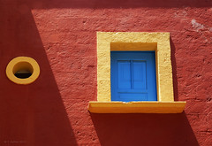window (panoround hutter) Tags: hutter 3d illustrator reisefotograf fotograf foto wien grafikdesigner grafiker red rouge rot hutterdesign design window structure panoroundhutter