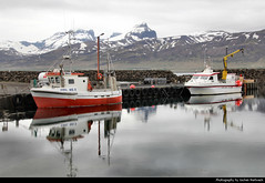 Borgarfjörður Eystri, Iceland (JH_1982) Tags: harbor harbour ship ships fishing boat boats boote hafen reflection reflections spiegelung nature landscape scenery scenic fjord mountains mountain ice icy water peaks snow schnee snowcapped east fjords borgarfjörður eystri borgarfjördur borgarfjordur iceland ísland island islandia islande islanda islândia 冰岛 アイスランド 아이슬란드 исландия आइसलैण्ड آيسلندا