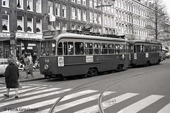 Allemaal kijken (railfan3) Tags: amsterdam amsterdamwest 1972 bilderdijkstraat drieassigtramstel gemeentevervoersbedrijf openbaarvervoer publictransport gvb gvbtrams amsterdamse amsterdams amsterdamsetrams amsterdamtrams stadhouderskade ouderwetse oudetrams oldtimers oldtrams blauwetrams trams trolleys tramcars transport passengers tramway tramwagens triebwagen trammaterieel tramstellen trammetjes motorwagenbijwagen triebwagenbeiwagen motorwagens tramwegmaterieel werkspoortrams gvb918 8911000 electrische 3assers drieassers streetcars strassenbahnwagen strasenbahn streetscene straatplaat nederlandse nederland lijn3