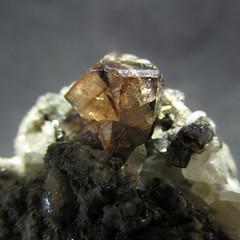 Кристалл Шеелита на породе (Каталог Минералов) Tags: минералы камень кристалл шеелита на породе mineral stone