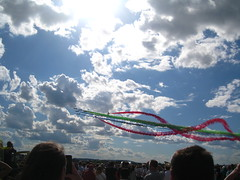show in the sky (VERUSHKA4) Tags: canon europe russia moscow region airdrom airport summer show aviashow flight plane colour july 230717 maks aviasalon international vue view ciel cloud sky art