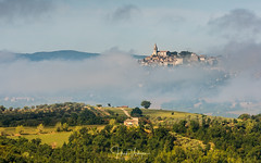 Todi, floating city of Umbrie - Italy (Henk Verheyen) Tags: italië italy tascana todi toscane umbrie landscape landschap summer wolken zomer zomervakantie zwevend