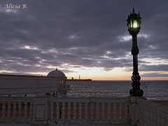 Anochecer en Cádiz (Alicia B,) Tags: cadiz playa beach anochecer españa spain