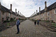 Vicars' Close residences, Wells, Somerset (jozioau) Tags: variosonnart281635 houses terraced medieval ecclesiastical gothic residences paving stone wells somerset architecture