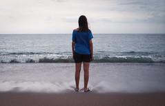 Belén, el mar y una día gris - La Paloma (UY) ([twitter - Instagram] @rodri555) Tags: analog film 35mm canon ftb fd kodakfilm kodal ultramax 400 uruguay sea mar lapaloma