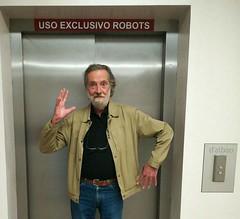 Beep, beep, beep... (Franco D´Albao) Tags: francodalbao dalbao huaweip8lite2017 retrato portrait fran robot people hombre man autómata ascensor elevator