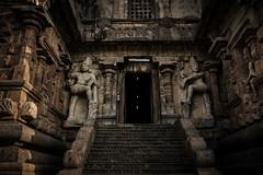 Dwarapalakas (Premnath Thirumalaisamy) Tags: gangaikondacholapuram chola visitingcholas cholajourney kalki ponniyinselvan rajendracholan thanjavur temple brihadeeswarartemple southindia tamilnadu premnaththirumalaisamy travel travelphotography travelogue gangaikondan