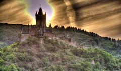 Age of Empires (Tom.T.Bone) Tags: canon eos 700d apsc cochem burg reichsburg tone mapping tonemapping sonnenuntergang sunset 18135 18135mm stm schwarz black heaven himmel wolke wolken cloud clouds photomatix mosel moselle castle wahrzeichen landschaft 2xp iso100 135mm landmark surreal hdr gegenlicht backlit sehenswürdigkeit sight showplace natur nature countryside