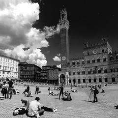 Siena (López Pablo) Tags: siena tuscany italy bw cloud nikon d90 people tower palace square