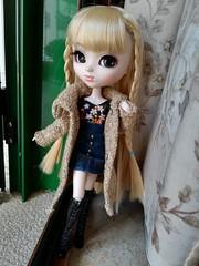 Penny con nuevo look (it's_a_secret) Tags: pullip bonnie jun planning groove dolls handmade coat