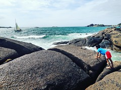 Enfance (Gaëlle_0511) Tags: tregastel côte darmor beach france kid children bateau enfant