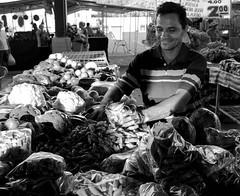 Work and smile (Gabrieldietrich) Tags: work smile sun black white bw pb preto e branco sorriso trabalhador sol feira palmas