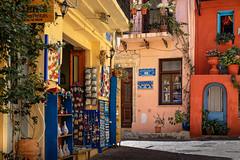 Eventail de couleurs (Lucille-bs) Tags: europe grèce greece crète creta kriti lacanée chania hania khania xania architecture couleur rue boutique façade porte vieilleville