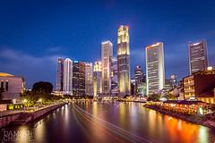Río Singapur (Damián Chiappe) Tags: asia singapur arquitectura edificio esteladeluz horaazul largaexposición rascacielos ríosingapur architecture building bluehour longexposure skyscraper singapurriver singapore