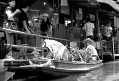 Floating market 5 (S.P. Benevides) Tags: tailandia thailand tailândia mercado market floatingmarket mercadoflutuante