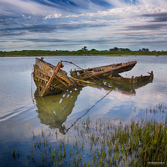 Épave du Pô - #02 (DENISDROUAULT) Tags: abandon bateau bateaux borderfx breizh bretagne carcasse cimetière de denis drouault jimages mer morbihan pêche