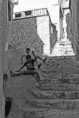 Duro scivolo (Roybatty63) Tags: nikon d80 bn bw blackandwhite blackwhite streetphotography street bambini scivolo gioco biancoenero peschici