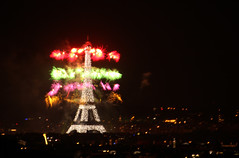 IMG_8986 COLOR EXPLOSION (WORLD OF FMR) Tags: toureiffel eiffeltower 14juillet paris artifice fireworks feudartifice canon night kight friends