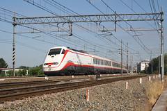 Frecciabianca in Alessandria... (Maurizio Zanella) Tags: treni trains ferrovia railways trenitalia fs es8887 fb8887 e414110 e414118 italia alessandria