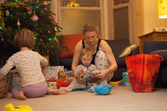 IMG_9715 (tompagenet) Tags: alexander christmas christmas2016 christmasday isabelle jopage presents