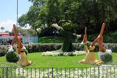 Hollywood Studios (wallyg) Tags: amusementpark baylake disneyworld florida hollywoodstudios orangecounty orlando themepark waltdisneyworldresort mickey sorcerer topiary broom mickeysorcerer