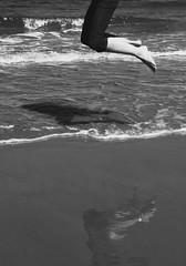 Triple jump ... (Testlicht) Tags: x100f fuji beach klitmöller bw