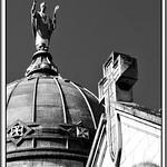 6 - Tours, Basilique Saint-Martin, Statue sur le dôme thumbnail