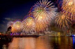Macy's 4th of July 2017 Fireworks at East River, New York City. (mitzgami) Tags: lazyshutter manhattan newyork unitedstates travel nyc eastriverpark 4thofjuly independenceday macysfireworks nightphotography gantryplazastatepark longislandcity eastriver inexplore flickr d7000 nikonphotography longexposure fireworks newyorkcity macys4thofjulyfireworks